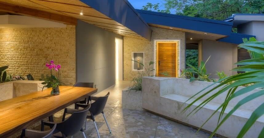 isla-zen-courtyard