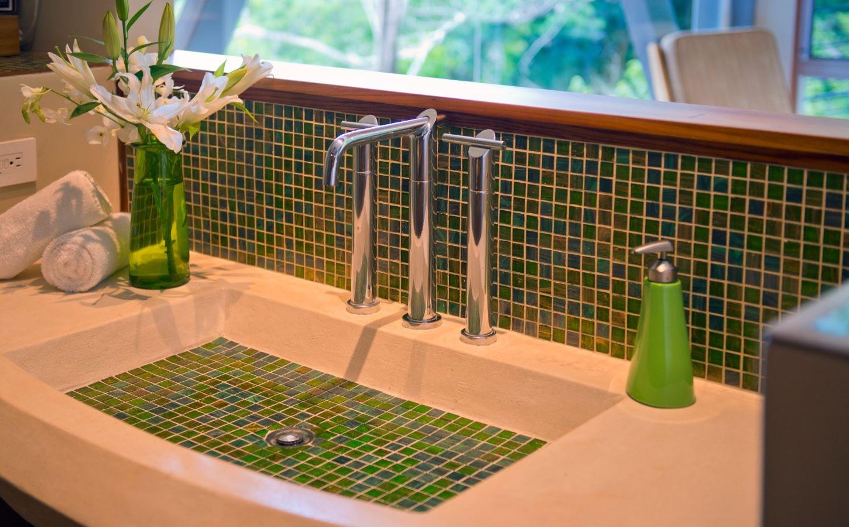 villa punto de vista green room bath