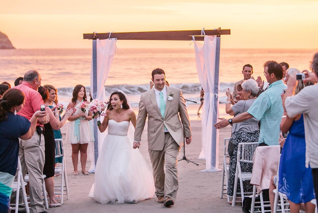 villa punto de vista wedding ceremony at sunset