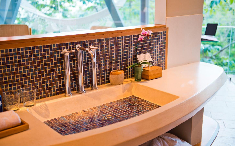 purple room bath villa punto de vista