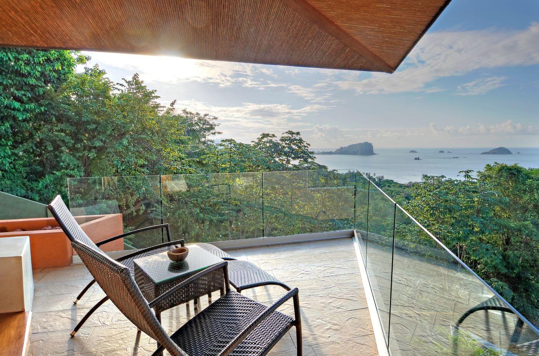 blue room balcony villa punto de vista