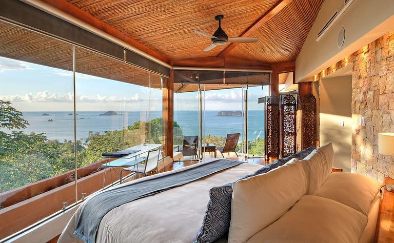 blue room villa punto de vista